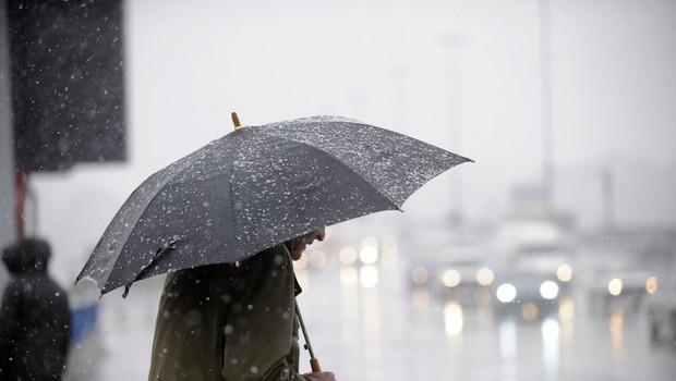 Čez noč bo Slovenijo prešla hladna fronta z nevihtami, ponekod sneg do nižin (foto: Shutterstock)