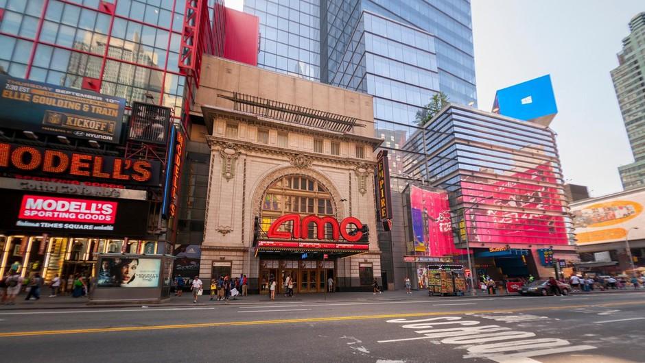 V mestu New Yorku so po enem letu od izbruha epidemije ponovno odprli kinodvorane (foto: profimedia)