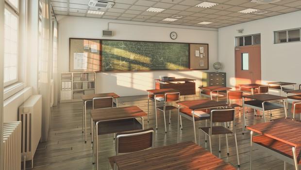 Dijaki prvih treh letnikov bodo spet zasedli dolgo prazne šolske klopi (foto: profimedia)