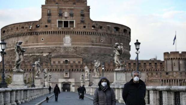 Italija zaostruje ukrepe, Kampanija znova rdeča (foto: Xinhua/STA)