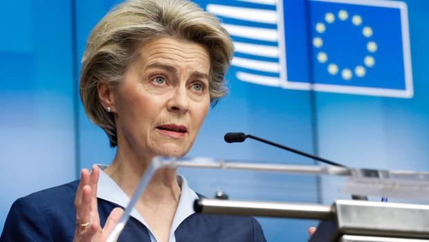 EU bi lahko od aprila prejemala po 100 milijonov odmerkov cepiva na mesec (foto: Profimedia)