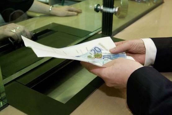 Za plačilne storitve Slovenci v povprečju namenijo 70 evrov letno
