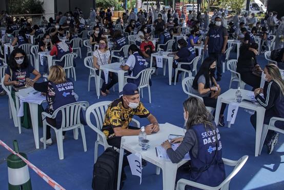 V Braziliji rekordno število umrlih covidnih bolnikov, bolnišnice na robu zloma