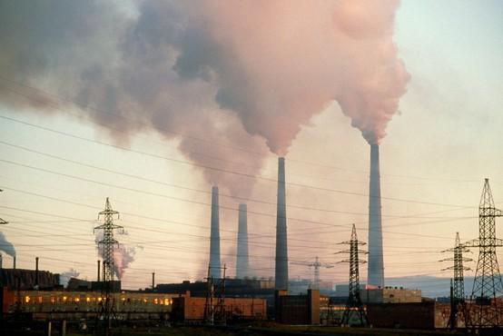 Pri čiščenju lani izlitega goriva v Sibiriji naj bi pomagali tudi zaporniki