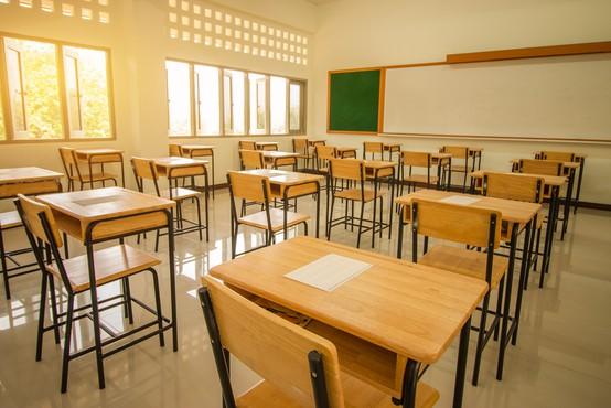 """Na velenjski osnovni šoli odpovedan pouk zaradi """"močnih reakcij"""" učiteljev po cepljenju"""