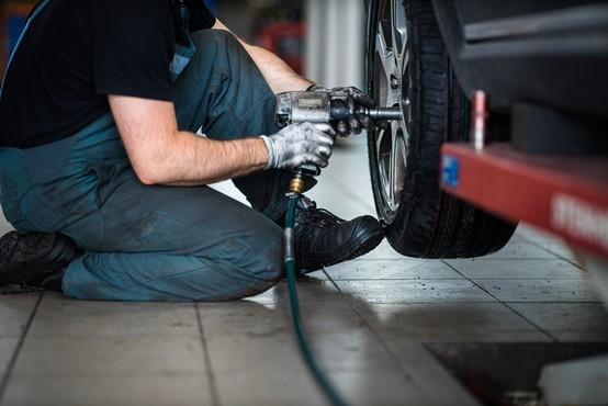 AMZS svetuje: Ne hitite z menjavo zimskih pnevmatik