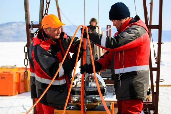 Kilometer pod gladino Bajkalskega jezera namestili podvodni teleskop za opazovanje vesolja