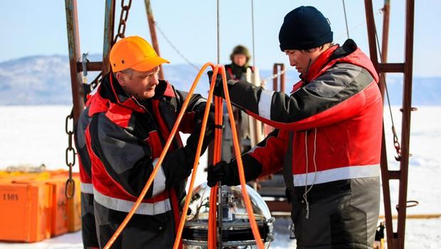 Kilometer pod gladino Bajkalskega jezera namestili podvodni teleskop za opazovanje vesolja (foto: profimedia)