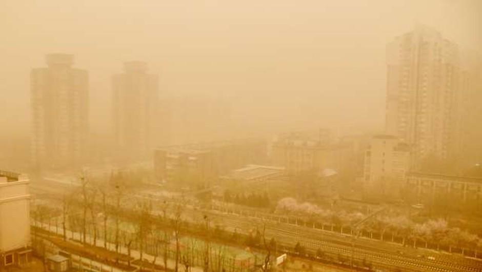 Severno Kitajsko zajel obsežen peščeni vihar (foto: Xinhua/STA)