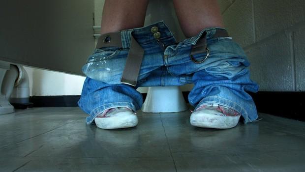 Novi TikTok trend, ki je zgrozil mnoge: S krožniki hrane v kopalnico, ko jih tišči na veliko potrebo! (foto: profimedia)