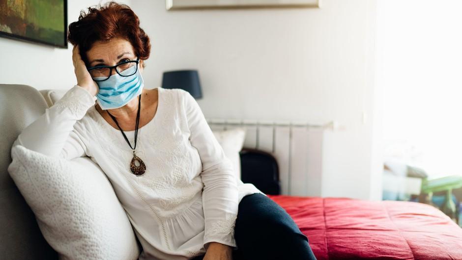 V ponedeljek potrdili 918 okužb, umrli trije bolniki (foto: Profimedia)