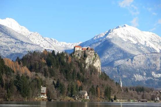 Ob dnevu sv. Patrika bo prvič zeleno osvetljen tudi Blejski grad