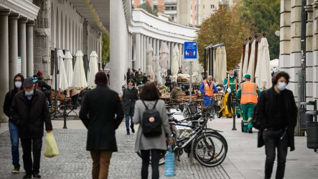 Skoraj 60 odstotkov vprašanih nezadovoljnih s stanjem v družbi (foto: Nebojša Tejić/STA)