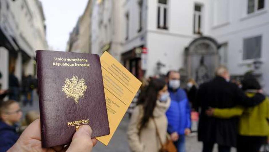 Bruselj predlaga brezplačno covidno potrdilo za olajšanje potovanj to poletje (foto: Thierry Monasse/STA)