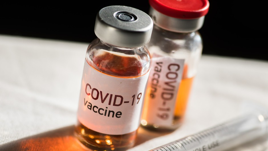 Nekateri družinski zdravniki prezasedeni za vabljenje k cepljenju, drugod to vidijo kot poseg v zasebnost (foto: Profimedia)