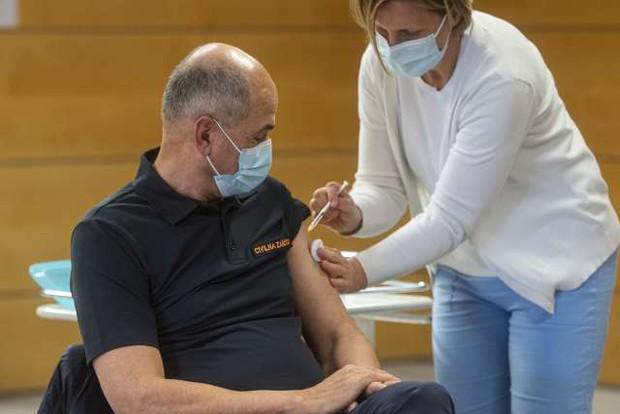 S cepivom AstraZenece se je danes cepil politični vrh (foto: Bor Slana/STA)