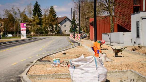 Obnova ljubljanske Kajuhove ulice obsežnejša od prvotnih načrtov, težave z dostopom do Ikee (foto: Nebojša Tejić/STA)