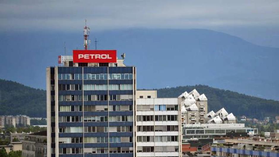 Petrol je imel zaradi epidemije v letu 2020 občuten padec prihodkov (foto: Tamino Petelinšek/STA)