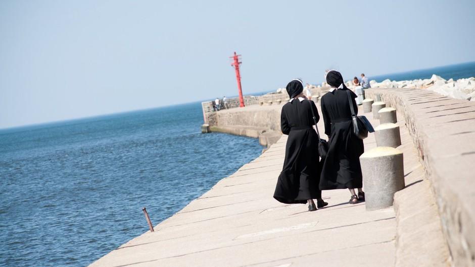 """Nuni s Korčule potem, ko sta spoznali, da sta lezbijki: """"V cerkev greva, ko veva, da tam ni nikogar!"""" (foto: profimedia)"""