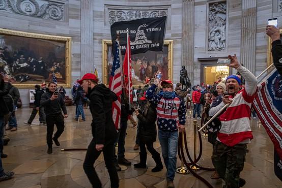 Za januarski napad na ameriški kongres obtoženi vodilni člani desnice Ponosni fantje