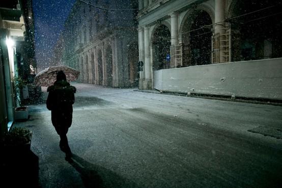 Jug Italije presenetil sneg, v belo odet celo vulkan Vezuv
