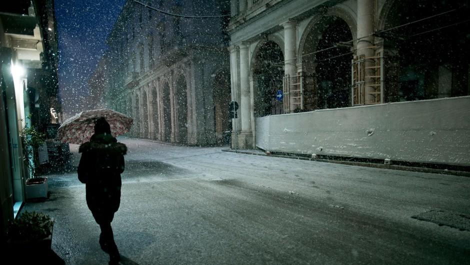 Jug Italije presenetil sneg, v belo odet celo vulkan Vezuv (foto: profimedia)