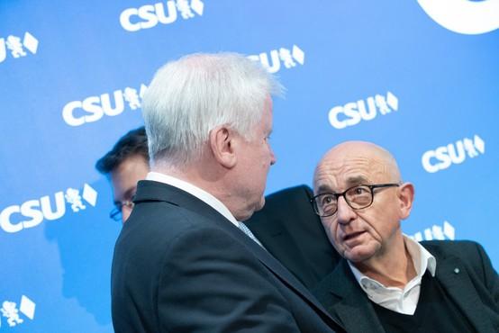Zaradi afere z nakupom zaščitnih mask odstopil še krščanski demokrat Alfred Sauter