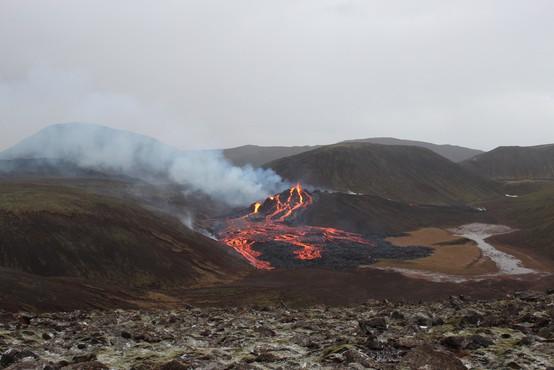 Izbruh vulkana na Islandiji privabil več tisoč radovednežev