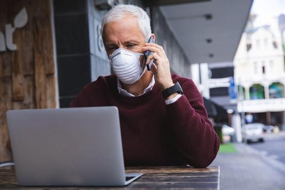 Sedemdnevno povprečno število potrjenih okužb naraslo na 820