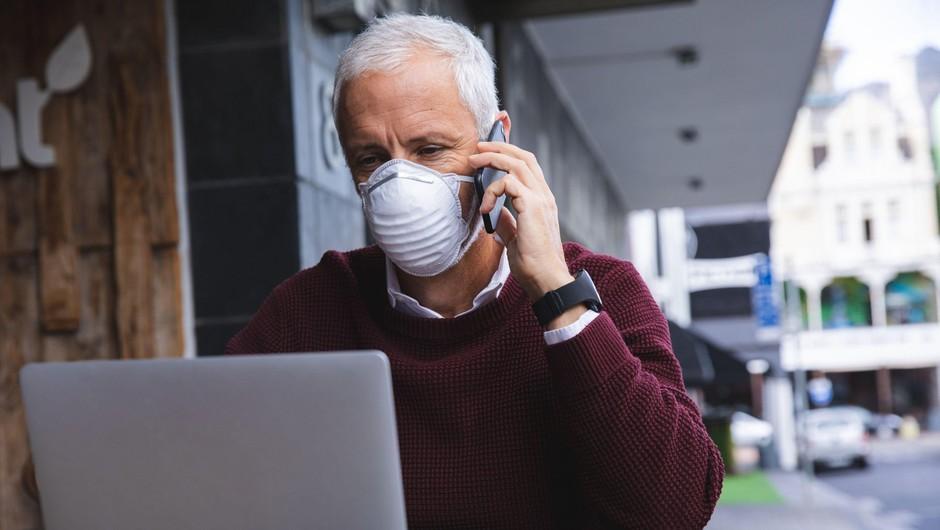 Sedemdnevno povprečno število potrjenih okužb naraslo na 820 (foto: Profimedia)