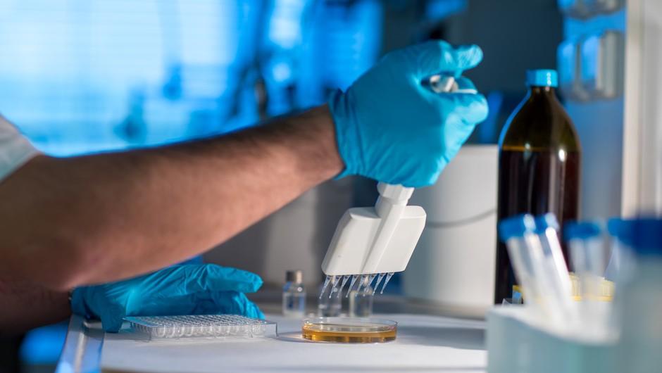 Roche: S koktajlom protiteles 70 odstotkov manj hospitalizacij in smrti zaradi covida-19 (foto: Profimedia)