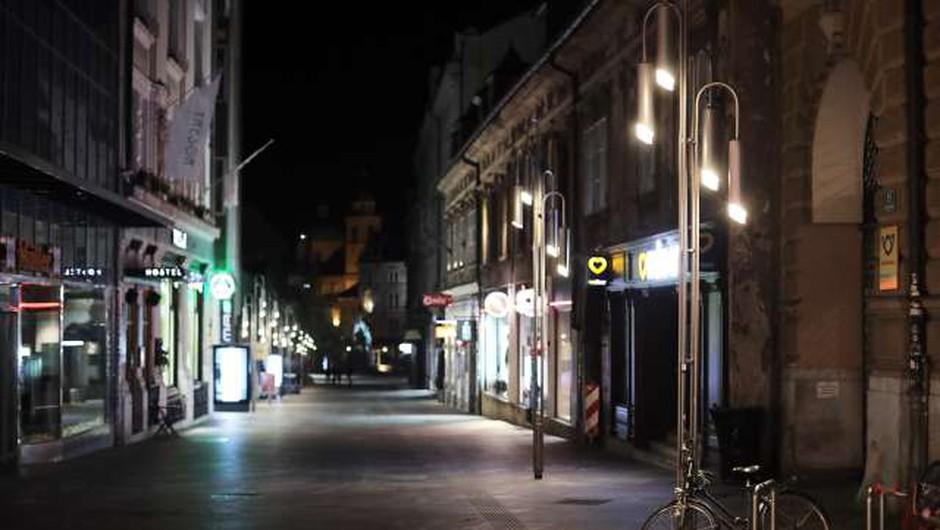 Vlada odločila, da bo nočna omejitev gibanja trajala od 22. do 5. ure (foto: Daniel Novakovič/STA)