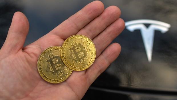 Tesla uradno začel sprejemati plačila v bitcoinih (foto: Profimedia)