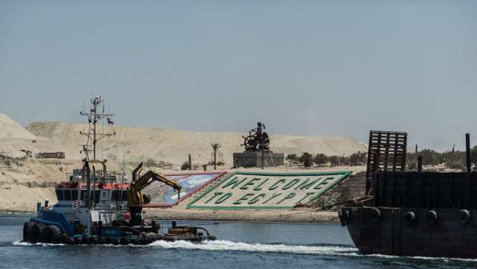 Sueški prekop blokira ogromna tovorna ladja (foto: Xinhua/STA)