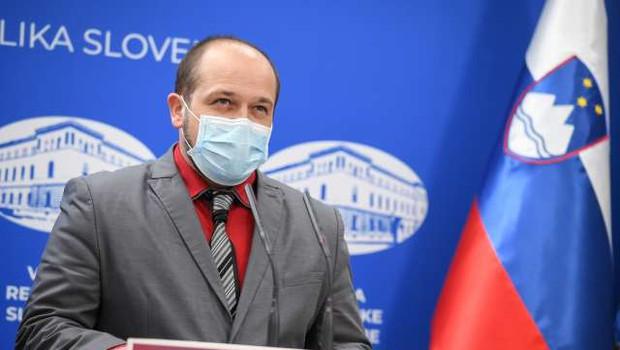 Minister Poklukar odredil nadzor nad izplačili dodatkov med epidemijo (foto: Nebojša Tejić/STA)