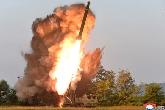 Nova provokacija Severne Koreje: V Japonsko morje so izstrelili dve balistični raketi