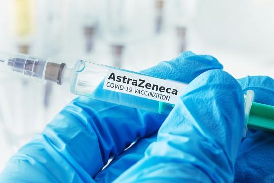 Cepivo AstraZeneca manj učinkovito od prvotnih napovedi