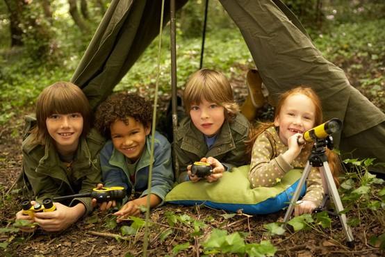 Razvoj srečnega otroka se vedno začne z igro (po Iben Dissing Sandahl)
