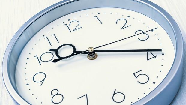 V noči na nedeljo bomo ure (še zadnjič) prestavili na poletni čas (foto: profimedia)