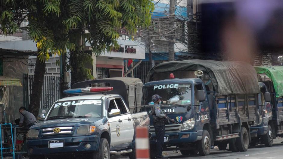 Mjanmarska vojska ob dnevu oboroženih sil ostro nad protestnike, med mrtvimi tudi otroci (foto: profimedia)