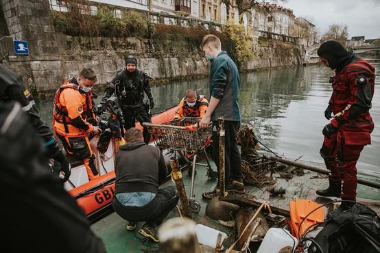 Potapljači iz Ljubljanice potegnili tono odpadkov