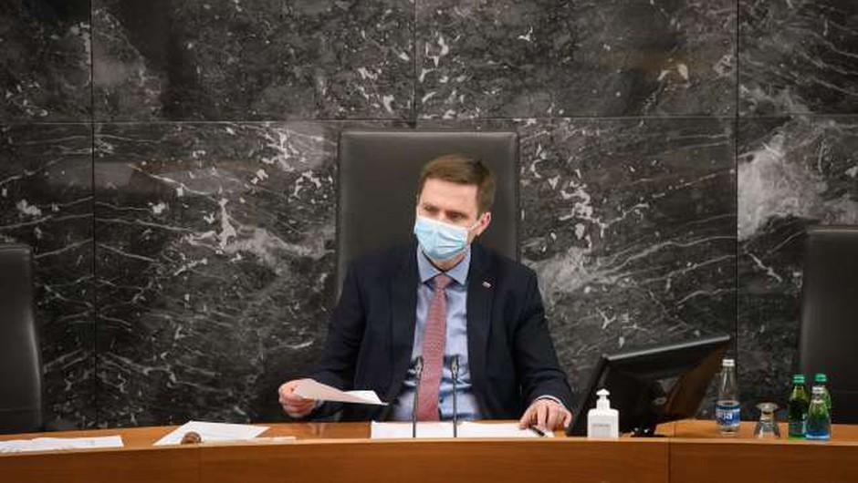 V parlamentarnem postopku predlog za razrešitev predsednika DZ Zorčiča (foto: Nebojša Tejić/STA)