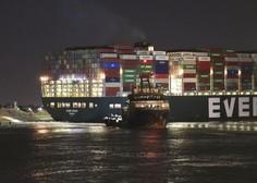 Gigant končno obrnjen: V Sueškem prekopu že skoraj splavili nasedlo kontejnersko ladjo