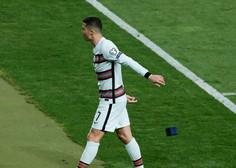 Ronaldov v jezi odvržen kapetanski trak za dobrodelno dražbo