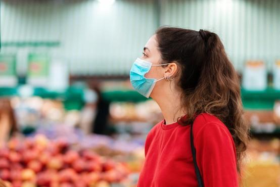 Večina vladi ne zaupa, da v boju z epidemijo sprejema pravilne odločitve