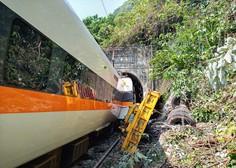 Na Tajvanu vlak trčil v gradbeno vozilo, ki je zašlo ob progo