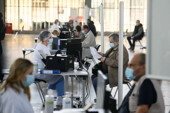 Po dolgih vrstah v petek, cepljenje v Ljubljani poteka tekoče
