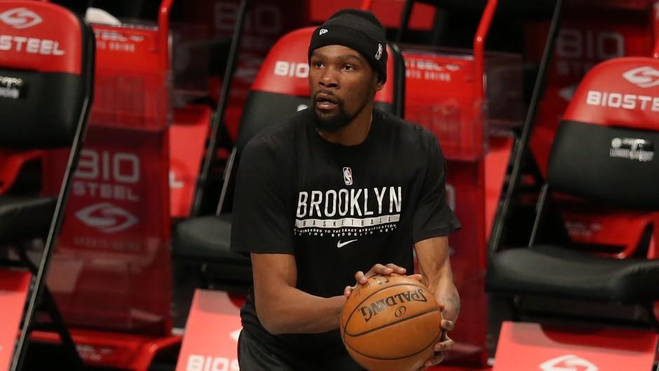 Kevin Durant bo za žaljive zapise na družbenem omrežju odštel 50.000 dolarjev globe (foto: profimedia)