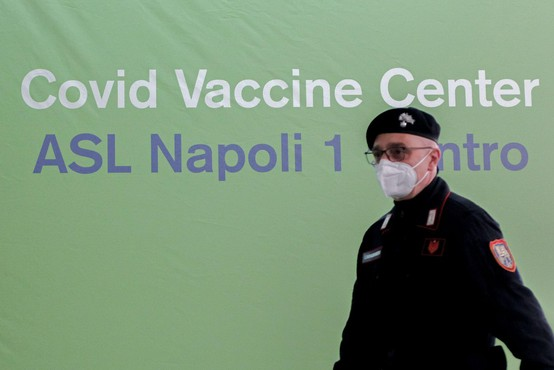 Italijani so pospešili cepljenje, ob konca aprila naj bi cepili pol milijona ljudi dnevno