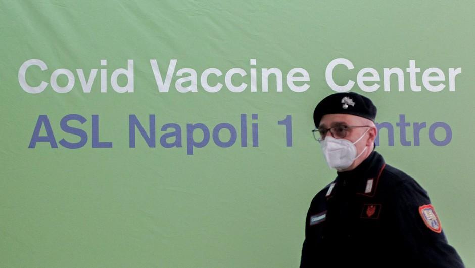 Italijani so pospešili cepljenje, ob konca aprila naj bi cepili pol milijona ljudi dnevno (foto: profimedia)